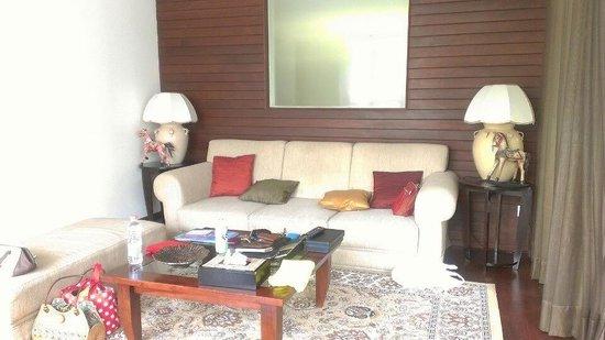 The Khayangan Villas: villaの中 リビング