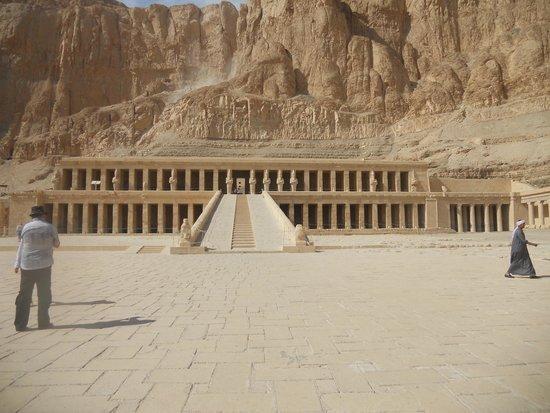 Luxor Tours - Day Tours : Temple of Hatsheput