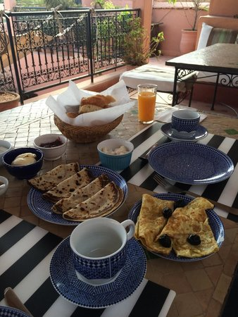 ‪‪Riad Nora‬: Breakfast on the terrace.‬