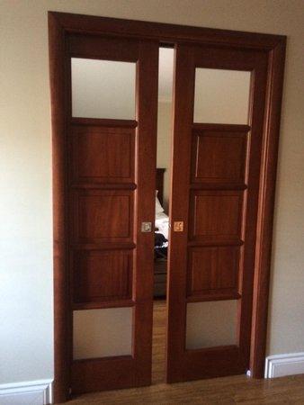 la douche pour handicap en chaise roulante avec une marche de 15 cm photo de h tel spa. Black Bedroom Furniture Sets. Home Design Ideas