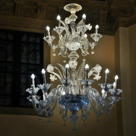 Ruzzini Palace Hotel: One of gorgeous Murano chandelier