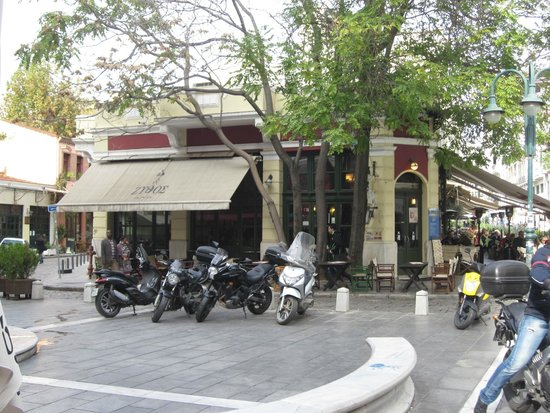Zythos Ladadika: Zythos showing front outside seating