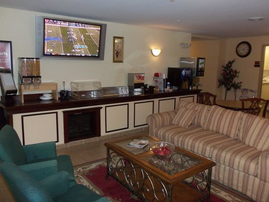 Amelia Inn & Suites: Breakfast area