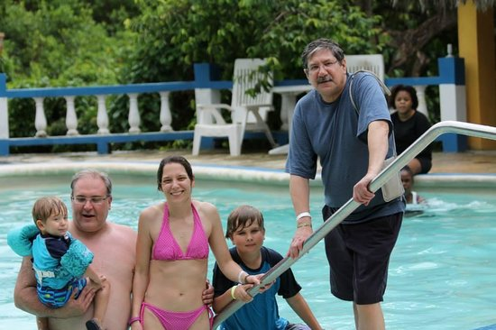 Blue Hole Mineral Spring : Family in the Blue Hole Pool