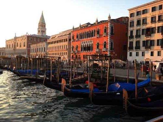Hotel Danieli, A Luxury Collection Hotel : Hotel Danieli con Gondolas