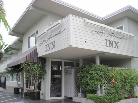 La Avenida Inn: The front entrance