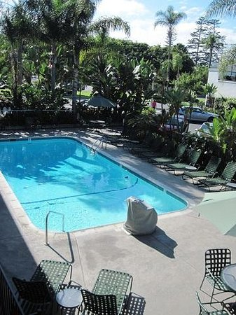 La Avenida Inn: Pool in the center courtyard