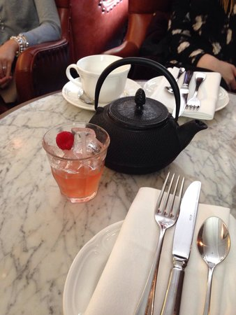 Lanes of London: Cocktails that came with the afternoon tea!