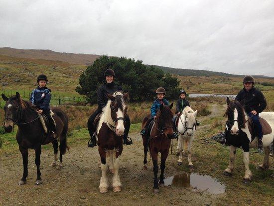 Knockillaree Riding Centre : la famille au complet ! Merci Roger pour la photo.