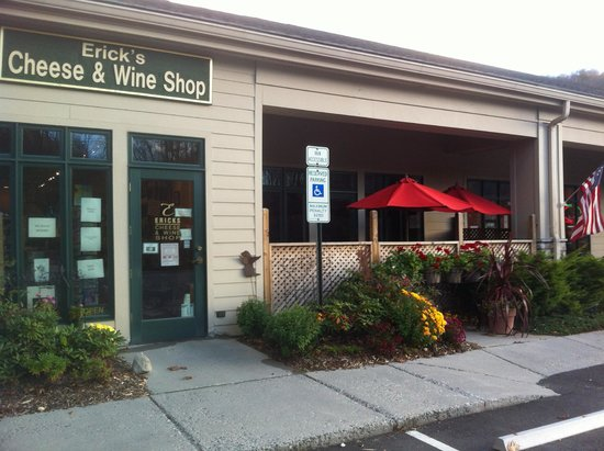 Banner Elk, NC: Store Front with our tasting room to right