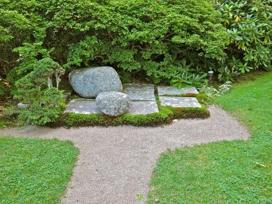 Asticou Azalea Garden: Japanese influence