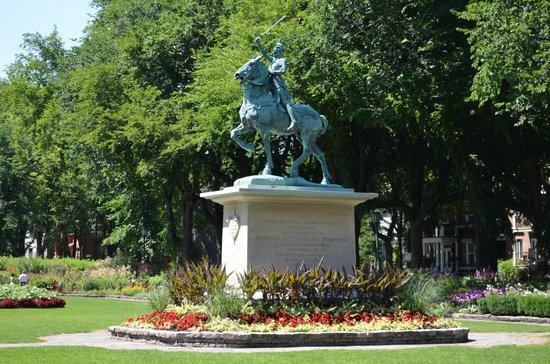 Jardin Jeanne d\'Arc - Picture of Battlefields Park (Parc des Champs ...