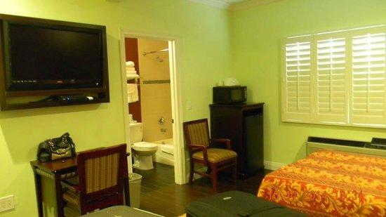 Hollywood City Inn: Habitación cómoda y espaciosa