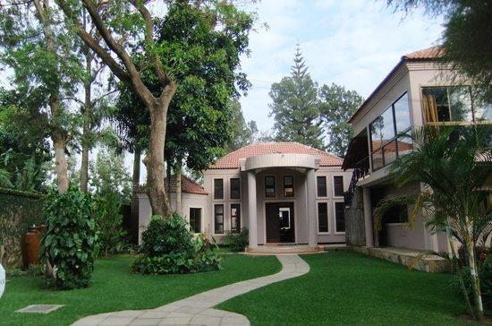 Zawadi House Lodge : hotel entrance area