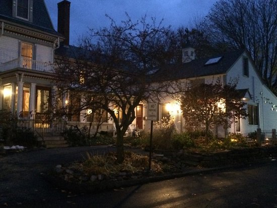 Hartstone Inn & Hideaway: The Inn at Night