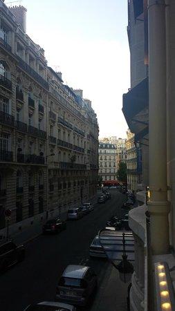 Sofitel Paris Arc de Triomphe: Street view from room