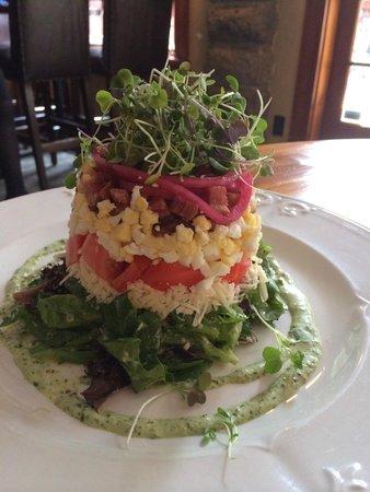 Cobblestone Wine bar @ Heritage Inn & Spa: Salad tower