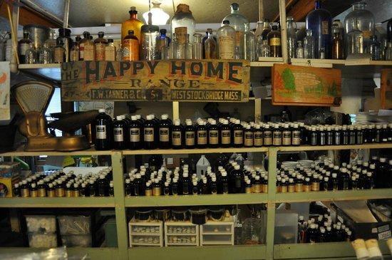Shaker Mill Inn: Great store in town