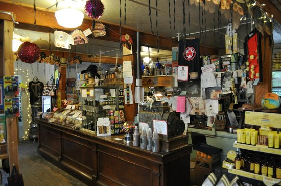 Shaker Mill Inn: Great store in town