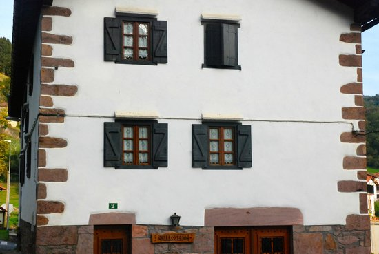 Pays basque espagnol picture of maison arbolateia for Chambre d hte pays basque