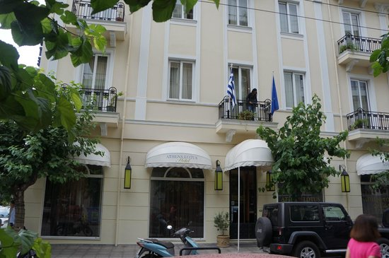Athens Lotus Hotel: view of hotel from across the street