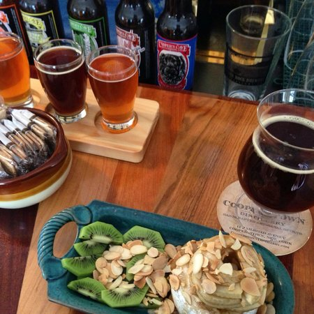 Council Rock Brewery: Brie wheel complimented by Sunken island scotch brew