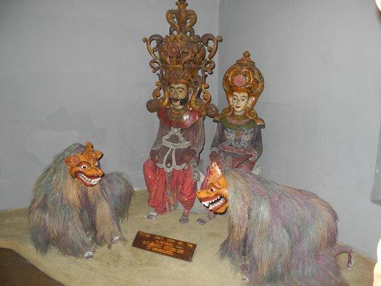 Ariyapala Mask Museum: Inside the museum (2)