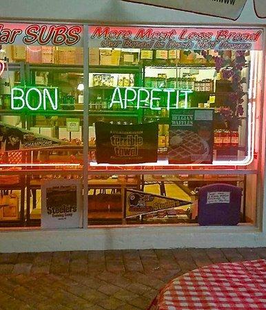 Francesco's Italian Deli & Pizzeria: Bon Appetit!