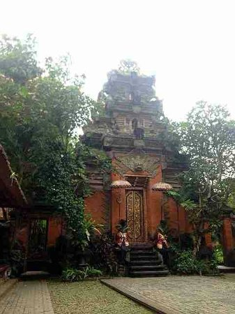 Puri Saren Agung: Culture gate