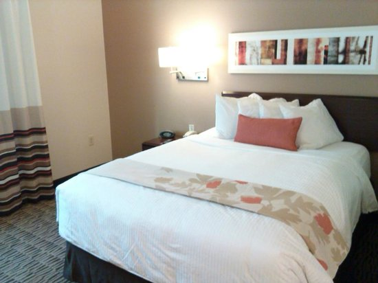 Hawthorn Suites by Wyndham Greensboro : Spotless rooms