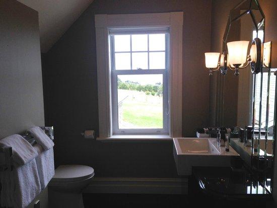 Camp Estate at Larnach Castle: Bath Room