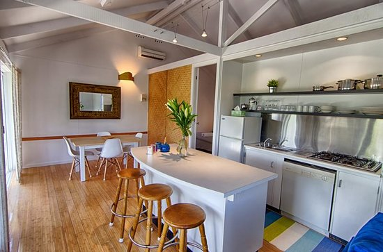 Tallow Beach Houses : Beach House #9 Kitchen and dining