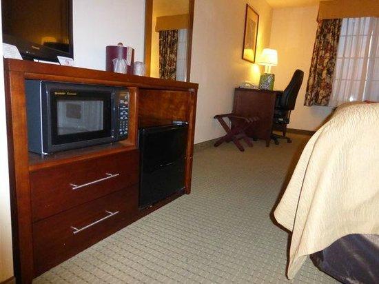 Comfort Inn & Suites: Refrigerator (old style)