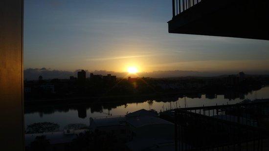 Bridgewater Apartments : Sunrise over river