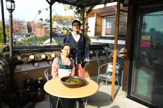 Bukchonmaru Hanok Guesthouse: With House's Mother