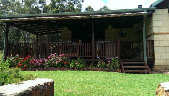 Clover Cottage Country Retreat: Cottage 4 Verandah