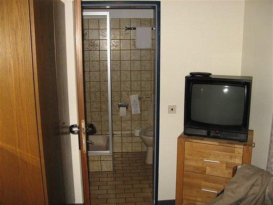 Hotel Paulushof: Zicht op de badkamer (eenpersoonskamer).