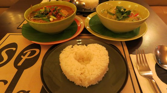 Spoon Cafe : yummy green curry and tom yum