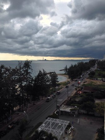 Kantary Bay, Rayong: Lovely view of rolling storm clouds from 7th floor of hotel