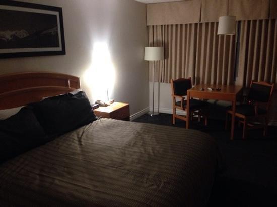 Sandman Hotel Revelstoke: king bed