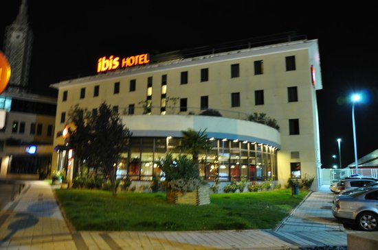 Ibis Valladolid: Front view.