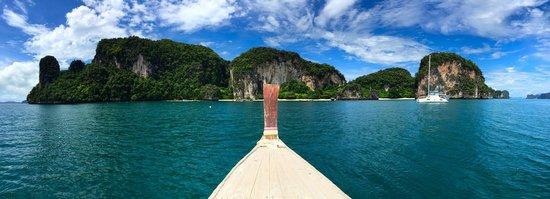 Nakamanda Resort & Spa: Longboat to Hong Island