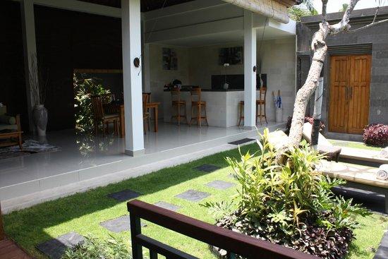 Sandi Agung Villa: Open Plan Living Area