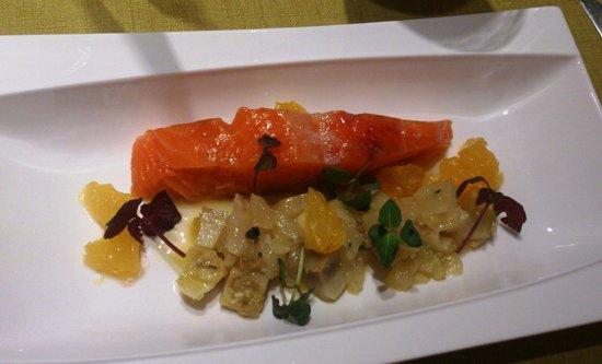 Nature Gourmande : Saumon d'Écosse mi-confit, artichaut et fenouil à la nage d'orange et romarin.