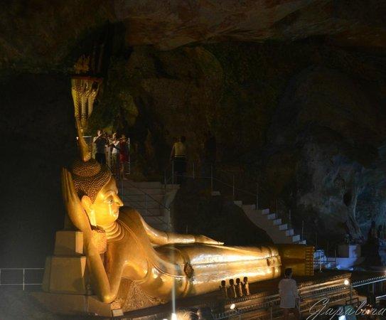 Wat Suwan Kuha (Cave Temple): Статуя Будды.