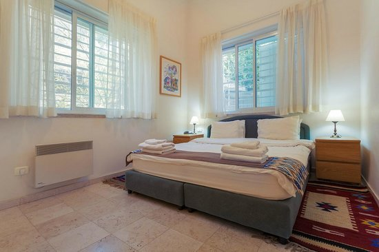 The Colony Suites: Levant Bedroom