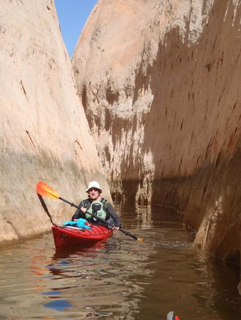 Kayak Lake Powell - Rentals and Day Tours: visiting a canyon of lake powell