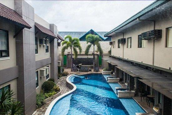 Circle Inn Hotel Suites Swimming Pool