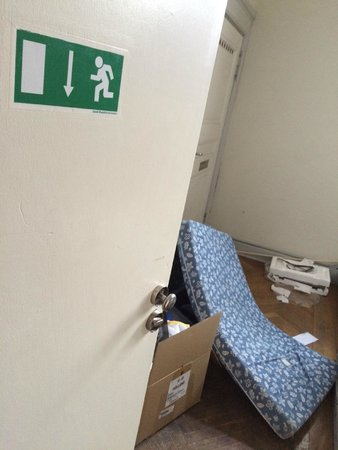 Ascot Hotel : emergency exit blocked
