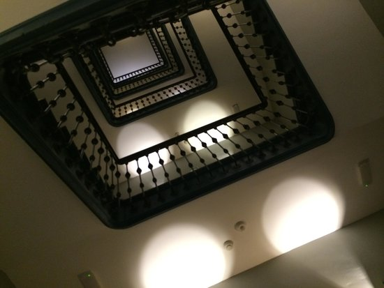 Hotel One Shot Recoletos 04: looking up staircase